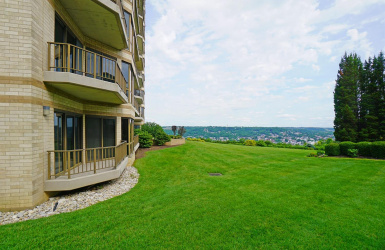1201 Edgecliff Place, Cincinnati, OH 45206, 3 Bedrooms Bedrooms, ,3 BathroomsBathrooms,Condo/Townhouse,For Sale,Edgecliff,1630404